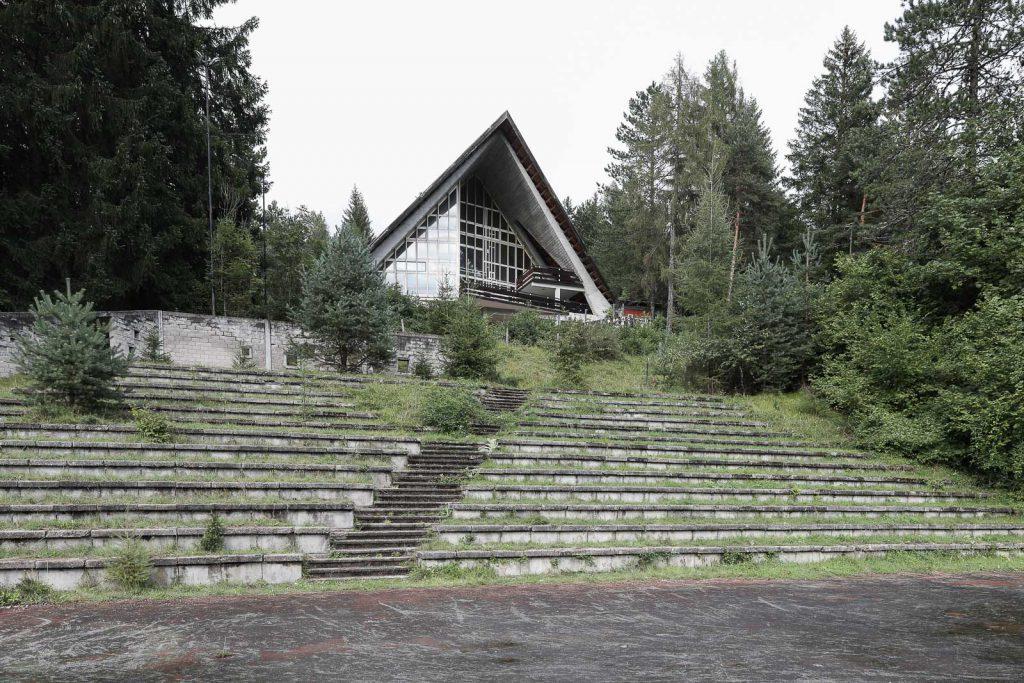 l'auditorium della colonia visto dal piazzale delle adunate