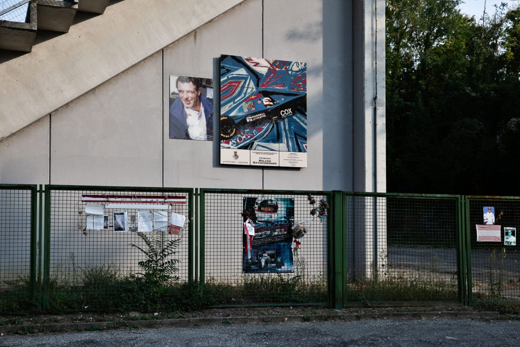 La tribuna della tosa intitolata a Roland Ratzenberger