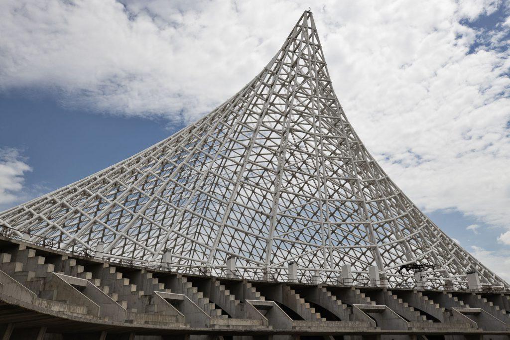 Dettaglio della vela di Calatrava vista dagli spalti del palazzetto dello sport