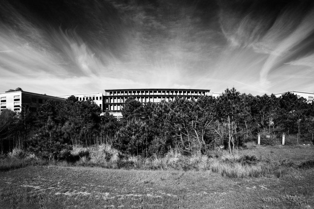 Colonia Varese - Milano Marittima (RA)| Prospetto corpo principale struttura fronte mare © 2016