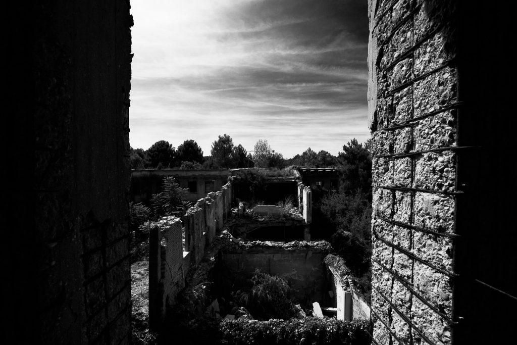 Colonia Varese - Milano Marittima | Crolli negli spazi interni © 2016