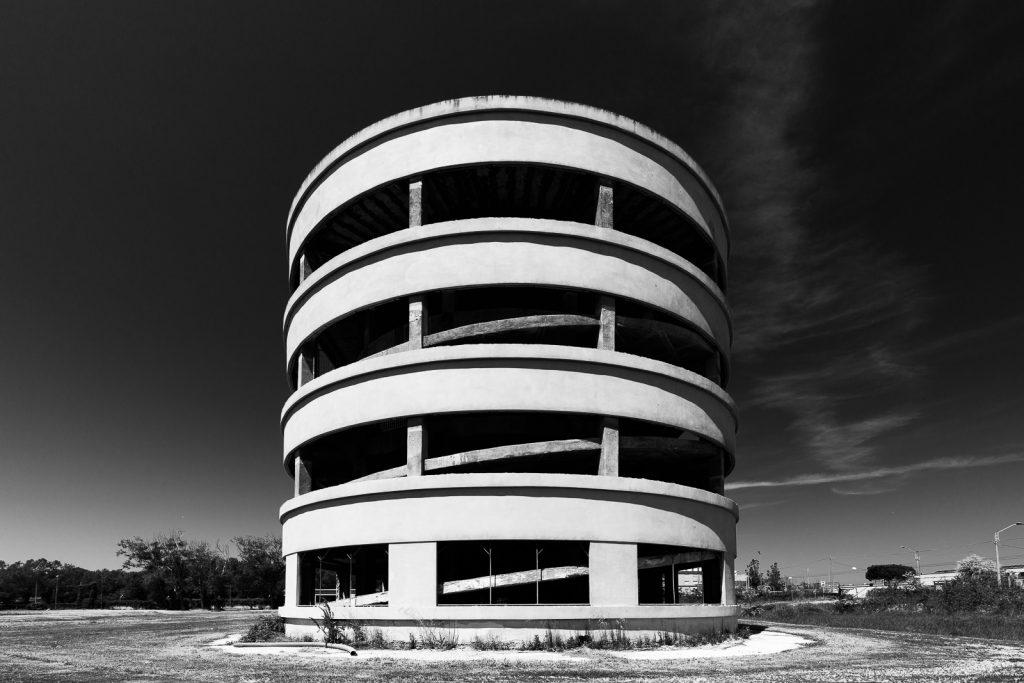 Colonia Novarese - Miramare (RN) | Testa della struttura a levante con rampe a spirale © 2016