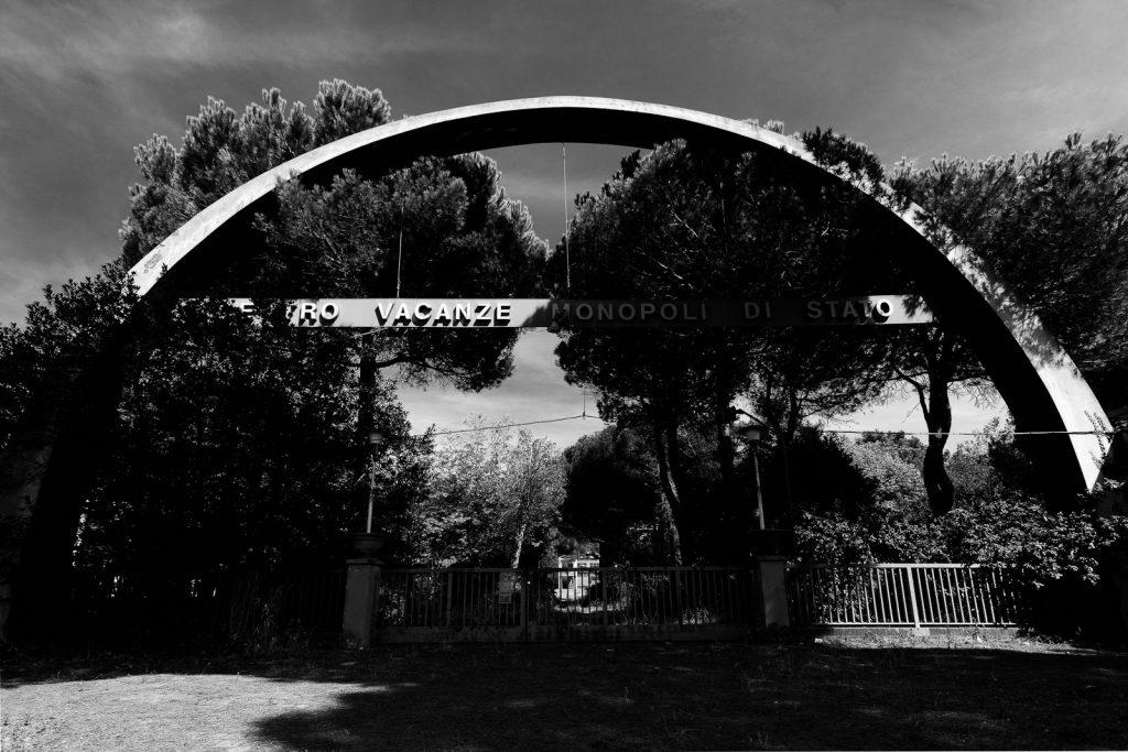 Colonia Monopoli di Stato - Milano Marittima (RA) | Arco all'ingresso © 2016
