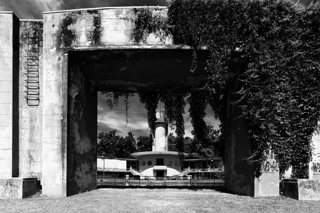 Colonia Roberto Farinacci - Cremona (CR) | Struttura principale vista dal parco © 2016