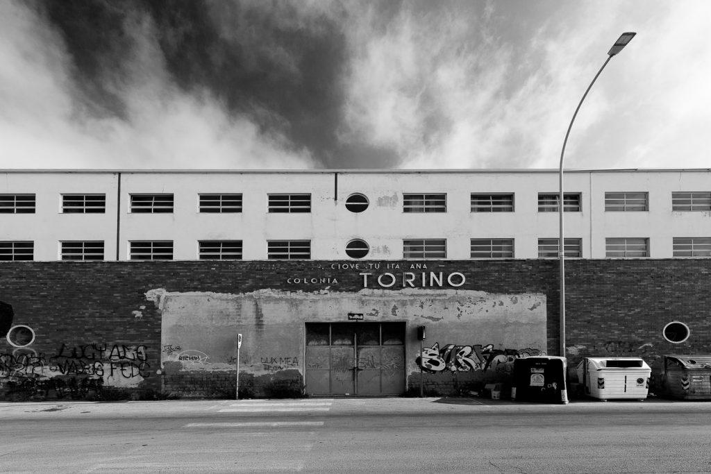 Colonia Torino - Marina di Massa (MS) | Prospetto principale edificio centrale fronte mare © 2017