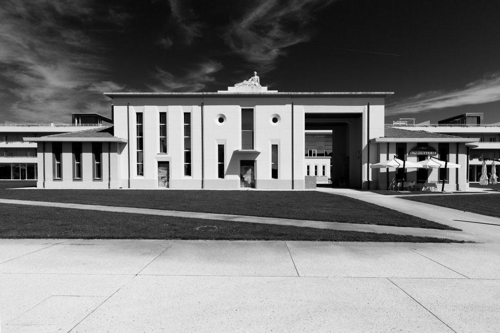 Centro Servizi - Calambrone (PI) | Prospetto principale © 2017