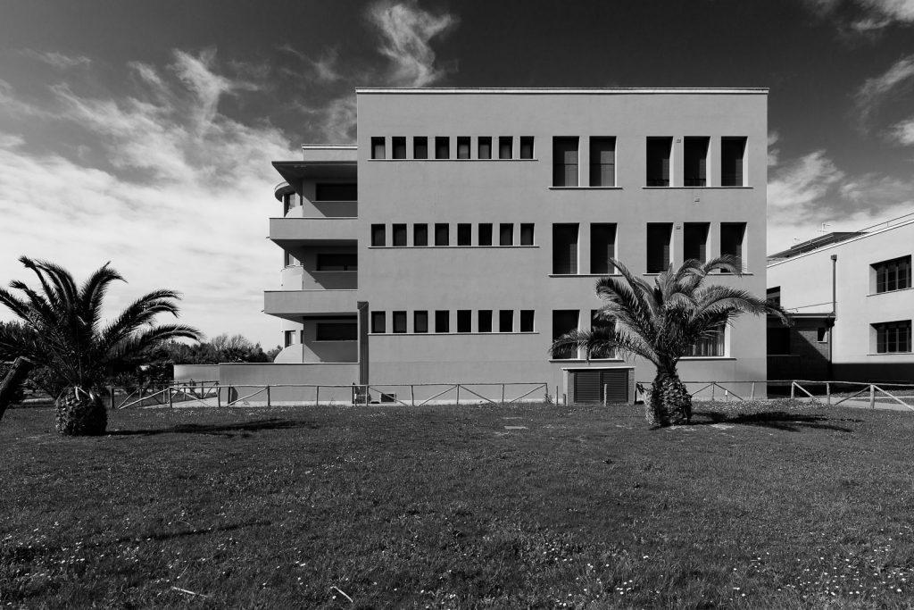 Colonia Rosa Maltoni Mussolini - Calambrone (PI) | Facciata verso sud edificio abitativo  © 2017