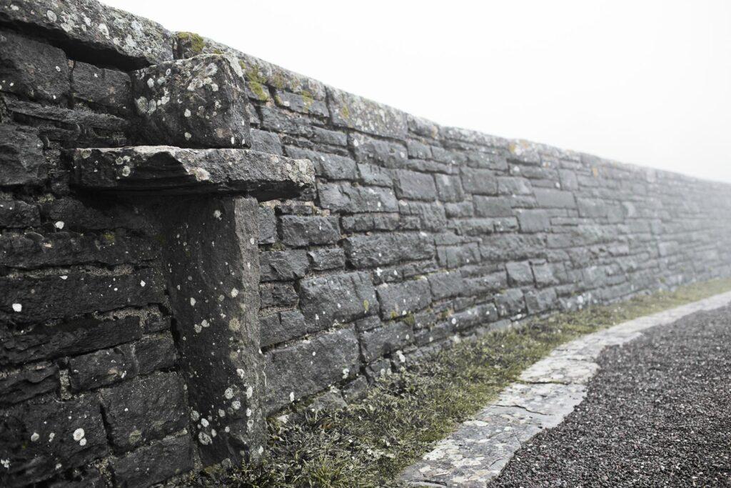 Muro perimetrale del cimitero militare germanico del Passo della Futa
