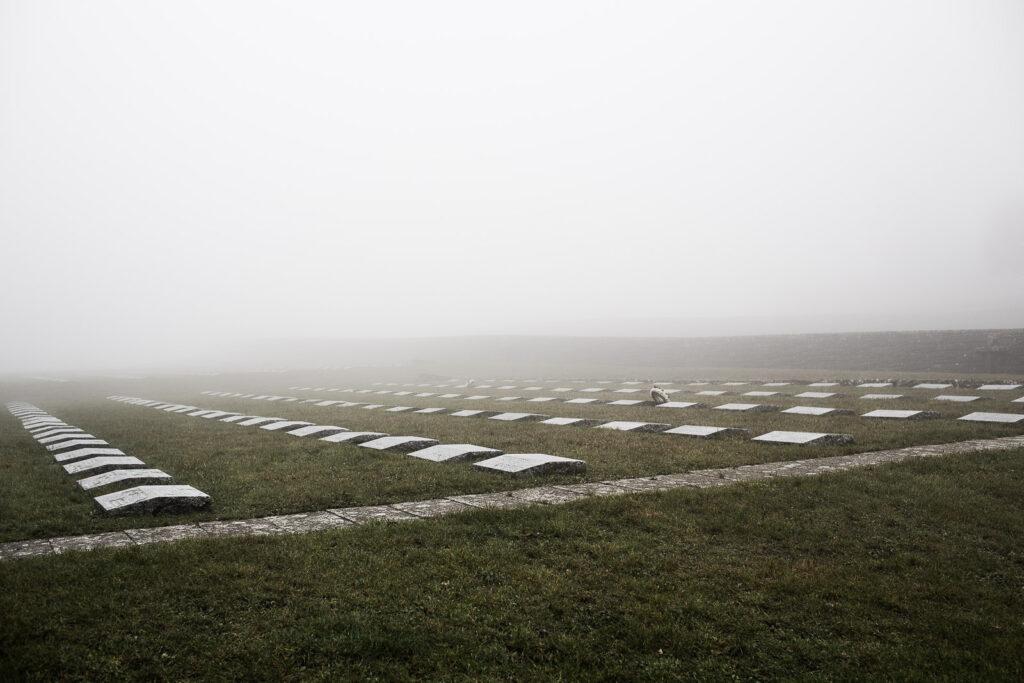 Campi di lapidi del cimitero militare germanico del Passo della Futa