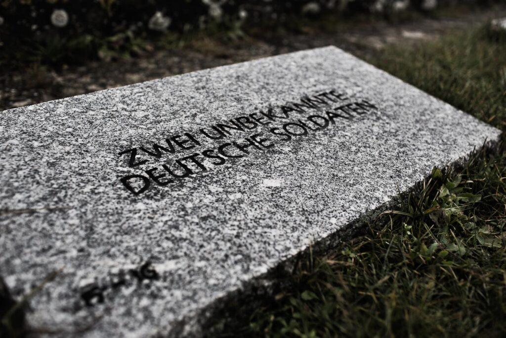 Lapide del cimitero militare germanico del Passo della Futa